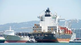 Buque de carga SEASPAN NINGBO que entra en el puerto de Oakland Imagen de archivo libre de regalías