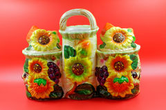 Buque de cerámica decorativo para las especias fotografía de archivo libre de regalías