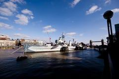 Buque de guerra en el Thames Foto de archivo libre de regalías