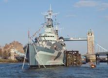 HMS Belfast y puente de la torre, Londres Foto de archivo libre de regalías