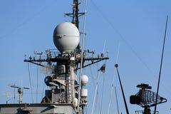Buque de guerra moderno de la torre de comunicaciones imagen de archivo libre de regalías