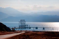 Buque de petróleo que espera Imagen de archivo libre de regalías