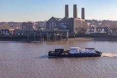 Buque del mantenimiento que viaja en el río Támesis en Greenwich, Imágenes de archivo libres de regalías