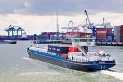 Buque en el puerto de Rotterdam, Países Bajos Imagen de archivo