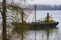Buque náutico viejo en el río Columbia Fotos de archivo