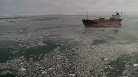 Buque oceanográfico en Mar de Kara helado almacen de metraje de vídeo