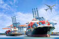 Buque y avión de carga internacionales de carga del envase para el fondo logístico de las importaciones/exportaciones foto de archivo
