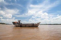 Buques de carga en el río de Saigon Vietnam Fotografía de archivo libre de regalías