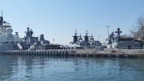Buques de guerra rusos en el terrapl?n de la nave del embarcadero