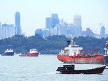 Buques del petrolero en puerto del ` s de Singapur Imagen de archivo