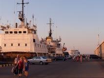 Buques en el puerto de Odessa Foto de archivo libre de regalías