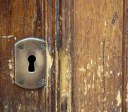 Buraco da fechadura retro em uma porta Fotografia de Stock Royalty Free