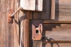 Buraco da fechadura velho com chave Foto de Stock