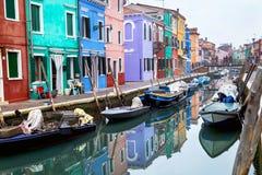 """Burano,意大利†""""2015年12月22日:风景看法Burano海岛在威尼斯式盐水湖 意大利 库存照片"""