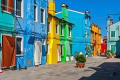 burano五颜六色的房子 免版税库存图片