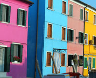 Burano海岛和生动的颜色房子在意大利 免版税库存图片