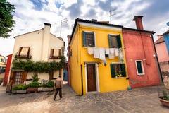 BURANO海岛,威尼斯,意大利:2016年4月26日 五颜六色绘 免版税库存照片