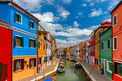 Burano的五颜六色的房子,威尼斯,意大利 免版税库存图片