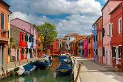 Burano的五颜六色的房子,威尼斯,意大利 免版税库存照片