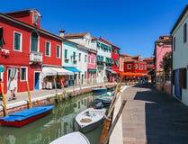 Burano,威尼斯海岛,五颜六色的镇在意大利 免版税库存图片