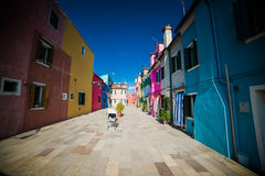 Burano - είναι μια πόλη στη βορειοανατολική Ιταλία που εγκαθίσταται σε μια ομάδα πολλών μικρών νησιών που χωρίζονται από τα κανάλ Στοκ φωτογραφία με δικαίωμα ελεύθερης χρήσης