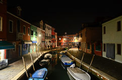 Burano 五颜六色的村庄在威尼斯式拉古纳 免版税库存图片