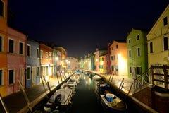 Burano 五颜六色的村庄在威尼斯式拉古纳 免版税图库摄影