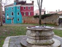 Burano -五颜六色的海岛在威尼斯式盐水湖,意大利 免版税库存图片