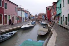 Burano -五颜六色的海岛在威尼斯式盐水湖,意大利 免版税图库摄影
