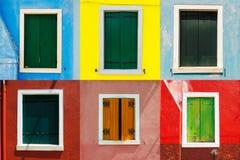 威尼斯地标, Burano五颜六色的房子窗口收藏,意大利 免版税图库摄影