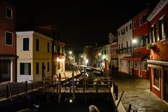 Burano Den färgrika byn i den Venetian Lagunaen Arkivbild
