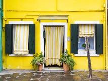 Burano in der venetianischen Lagune lizenzfreie stockfotografie