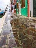 Burano en la laguna veneciana fotografía de archivo
