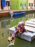 Burano en la laguna veneciana fotos de archivo
