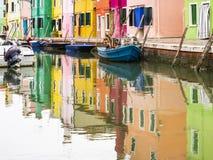 Burano en la laguna veneciana imagenes de archivo