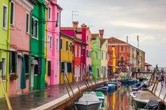 Burano fiskarehus nära Venedig Royaltyfri Bild