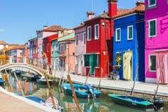 Burano, isla de Venecia, ciudad colorida en Italia Foto de archivo libre de regalías