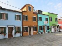 Burano ` s五颜六色的房子 免版税库存照片
