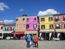 Burano, Venezia, Italien Ansicht der bunten Häuser entlang den Kanälen in den Inseln stockbild