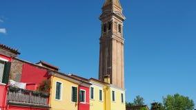 Burano, Venezia, Włochy Kolorowi domy w Burano wyspie i sławny koślawy dzwonkowy wierza zbiory wideo