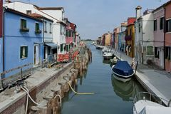Burano waterstreet - canale with boats Stock Photography
