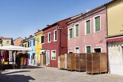Buranoeiland, typische kleurrijke huizen - Italië Royalty-vrije Stock Foto's