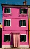 Buranos färgrika hus Arkivfoto