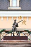 Buratino. Bronsstaty av teckenet fr royaltyfri bild