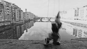 Burattino in bianco e nero Pinocchio di dancing di Firenze Italia archivi video