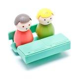 Burattino del giocattolo che si siede nel codice categoria Immagini Stock