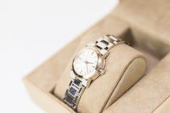 Burberry mężczyzna ` s i kobiety ` s zegarki Odizolowywający fotografia stock