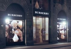 BURBERRY-opslag in Florence stock foto