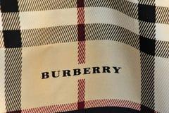 Burberry-Schal Stockbilder