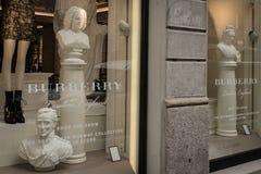 Burberryboutique in Milaan, Montenapoleone-gebied Stock Afbeelding